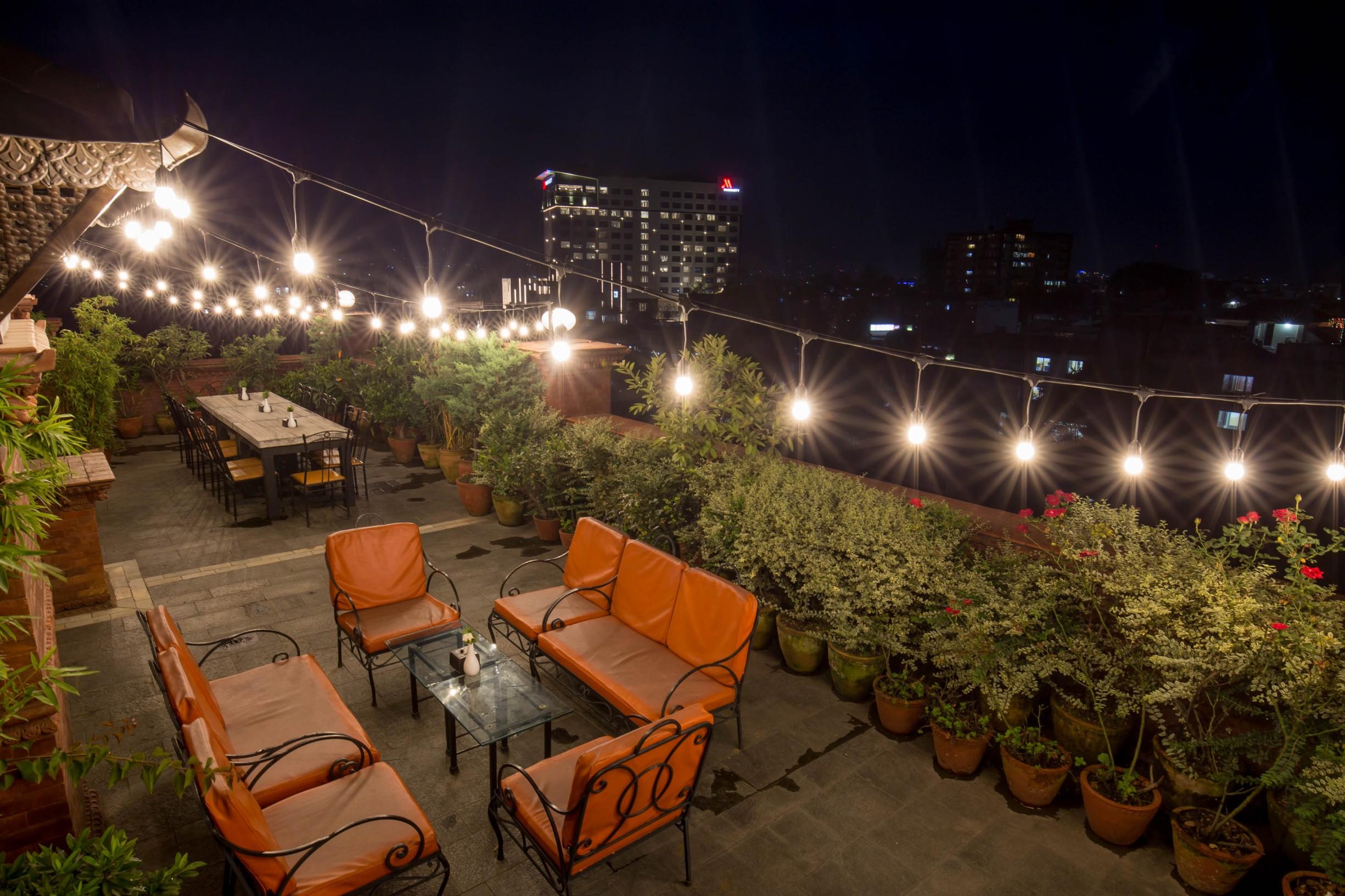 Rooftop-Terrace-in-Tradtional-Comfort